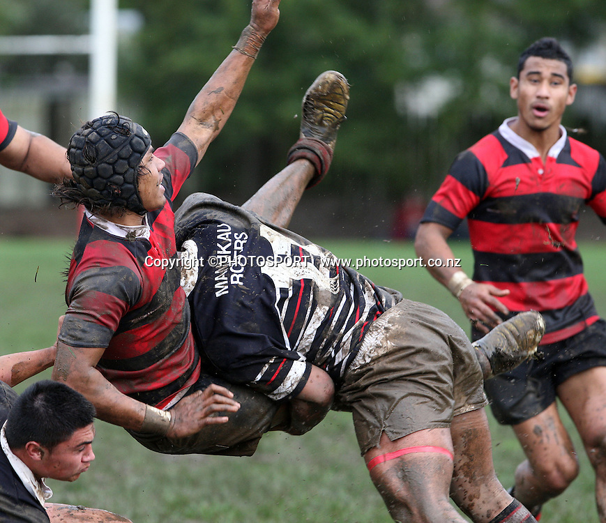 Otahuhu's Tulua Samasoni is upended by Sifa Hukeltuke, Manukau v Otahuhu, Final Score 60-8 to Otahuhu, Gallaher Shield, Club Rugby, Williams Park, 19 July 2008. Photo: William Booth/PHOTOSPORT