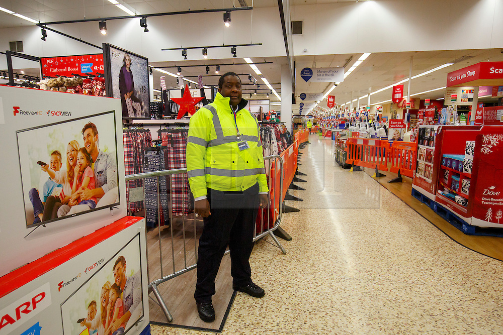 © Licensed to London News Pictures. 26/11/2015. London, UK. Black Friday shoppers buying reduced products in a Tesco Extra store in Edmonton, north London on Friday, 27 November 2015. Photo credit: Tolga Akmen/LNP