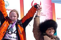 n/z.: Sylvia Steindl (Szwecja) i Pierwsza Dama Jolanta Kwasniewska podczas medalowej ceremonii. Olimpiady Specjalne Igrzyska Zimowe podczas zawodow na stoku Inchinose w Yamanouchi - Japonia , Nagano , 28-02-2005 , fot.: Adam Nurkiewicz / mediasport..Sylvia Steindl (Sweden) and First Lady Jolanta Kwasniewska during medal ceremony. Special Olympics Winter Games during alpine skiing competition at Inchinose in Yamanouchi - February 28, 2005 , Japan , Nagano ( Photo by Adam Nurkiewicz / mediasport )