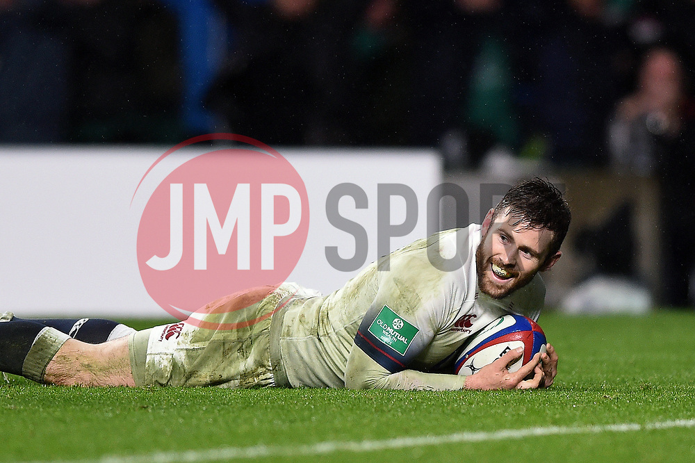 Elliot Daly of England scores a try in the second half - Mandatory byline: Patrick Khachfe/JMP - 07966 386802 - 18/11/2017 - RUGBY UNION - Twickenham Stadium - London, England - England v Australia - Old Mutual Wealth Series International