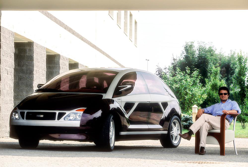 VW Structura concept and the designer Fabrizio Giugiaro.