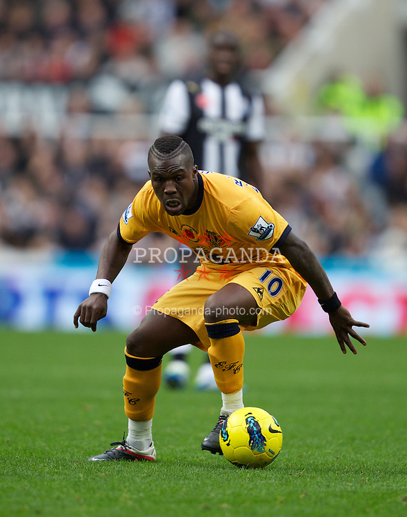 NEWCASTLE-UPON-TYNE, ENGLAND - Saturday, November 5, 2011: Everton's Royston Drenthe in action against Newcastle United during the Premiership match at St. James' Park. (Pic by Vegard Grott/Propaganda)