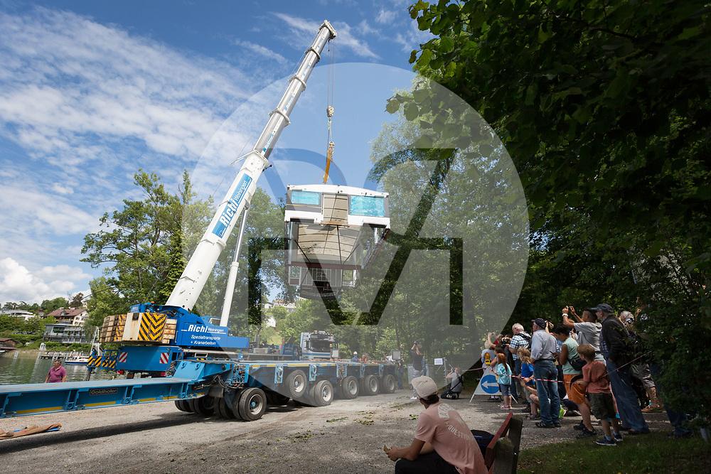 SCHWEIZ - MEISTERSCHWANDEN - Transport und Einwasserung der MS 2018 an den Hallwilersee - 24. Mai 2018 © Raphael Hünerfauth - http://huenerfauth.ch