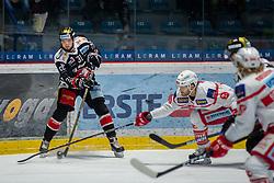 19.12.2017, Ice Rink, Znojmo, CZE, EBEL, HC Orli Znojmo vs EC KAC, 30. Runde, im Bild v.l. Jakub Stehlik (HC Orli Znojmo) Thomas Hundertpfund (EC KAC) // during the Erste Bank Icehockey League 30th round match between HC Orli Znojmo and EC KAC at the Ice Rink in Znojmo, Czech Republic on 2017/12/19. EXPA Pictures © 2017, PhotoCredit: EXPA/ Rostislav Pfeffer