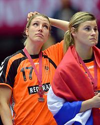 20-12-2015 DEN: World Championships Handball 2015 Nederland - Noorwegen, Herning<br /> Finale WK Handbal / Nederland verliest kansloos de finale van Noorwegen en moet genoegen nemen met zilver / Bij het Noorse volkslied kwam er toch een klein beetje teleurstelling bij Nycke Groot #17, Angela Malestein #26