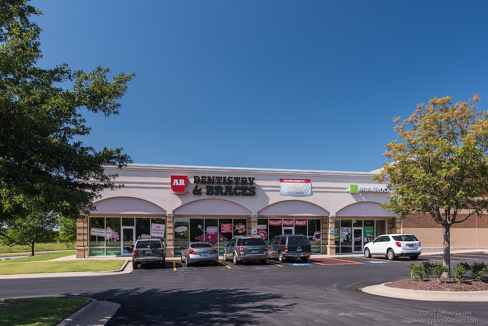 Exterior image of Steele Crossing Retail Center in Fayetteville Arkansas by Jeffrey Sauers of Commercial Photographics, Architectural Photo Artistry in Washington DC, Virginia to Florida and PA to New England