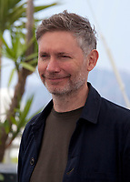 Director Kevin MacDonald at the Whitney film photo call at the 71st Cannes Film Festival, Thursday 17th May 2018, Cannes, France. Photo credit: Doreen Kennedy
