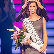 NLD/Hilversum/20171009 - Finale Miss Nederland 2017, winnares Nicky Opheij word gekroond door Zoey Ivory