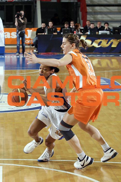 DESCRIZIONE : Napoli Lega A1 Femminile 2007-08 Play Off Finale Gara 1 Phard Napoli Famila Wuber Schio<br /> GIOCATORE : Kedra Holland-Corn<br /> SQUADRA : Phard Napoli<br /> EVENTO : Campionato Lega A1 Femminile 2007-2008<br /> GARA : Phard Napoli Famila Wuber Schio<br /> DATA : 26/04/2008<br /> CATEGORIA : Palleggio Penetrazione<br /> SPORT : Pallacanestro<br /> AUTORE : Agenzia Ciamillo-Castoria/A.De Lise