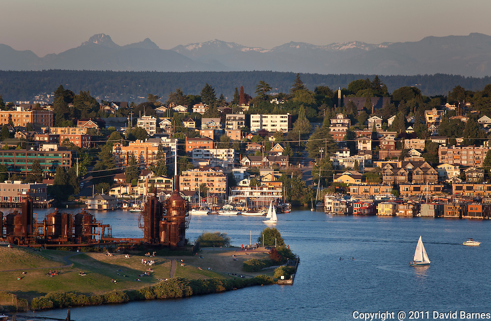 Gasworks Park, Lake Union, Cascade Mountains, Seattle, Washington, USA