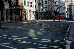 UK ENGLAND LONDON 25DEC05 - Empty Piccadilly in central London during Christmas Day morning.. . jre/Photo by Jiri Rezac. . © Jiri Rezac 2005. . Contact: +44 (0) 7050 110 417. Mobile: +44 (0) 7801 337 683. Office: +44 (0) 20 8968 9635. . Email: jiri@jirirezac.com. Web: www.jirirezac.com. . © All images Jiri Rezac 2005 - All rights reserved.