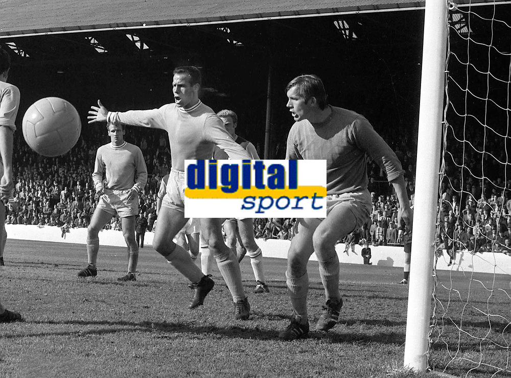 Fotball <br /> Coventry<br /> Foto: Colorsport/Digitalsport<br /> NORWAY ONLY<br /> <br /> George Curtis and Bill Glazier (Coventry goalkeeper). Burnley v Coventry City. 31/8/68.