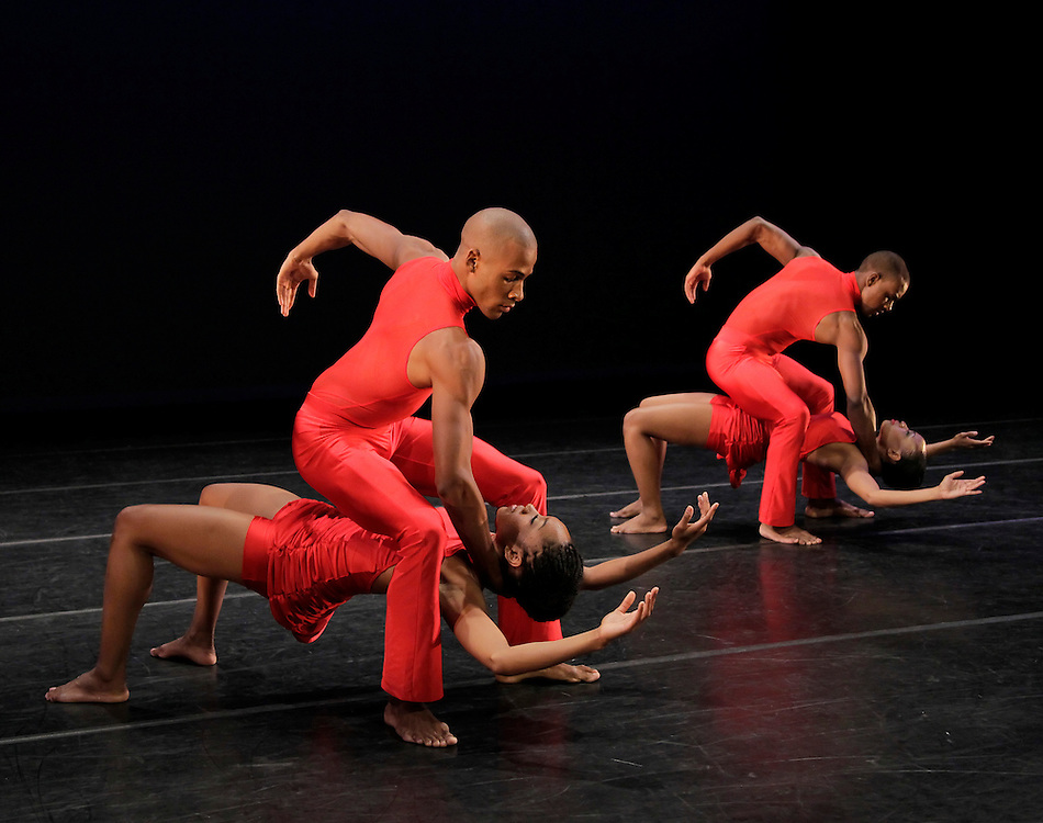 Anointed.Alvin Ailey American Dance Theater.Choreography by Christopher Huggins.Credit photo: ©Paul Kolnik.paul@paulkolnik.com.nyc  212-362-7778