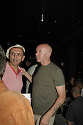 KEVIN ROWLAND AND IRVINE WELSH, The Bedroom Secrets of the Master Chefs by Irvine Welsh. the Play Room, 10 Air St. London. 3 August 2006. ONE TIME USE ONLY - DO NOT ARCHIVE  © Copyright Photograph by Dafydd Jones 66 Stockwell Park Rd. London SW9 0DA Tel 020 7733 0108 www.dafjones.com
