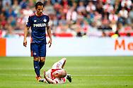 04-10-2015 VOETBAL: AJAX-PSV:AMSTERDAM<br /> Andres Guardado van PSV ziet hoe Davy Klaassen van Ajax geblesseerd op de grond ligt<br /> <br /> Foto: Geert van Erven
