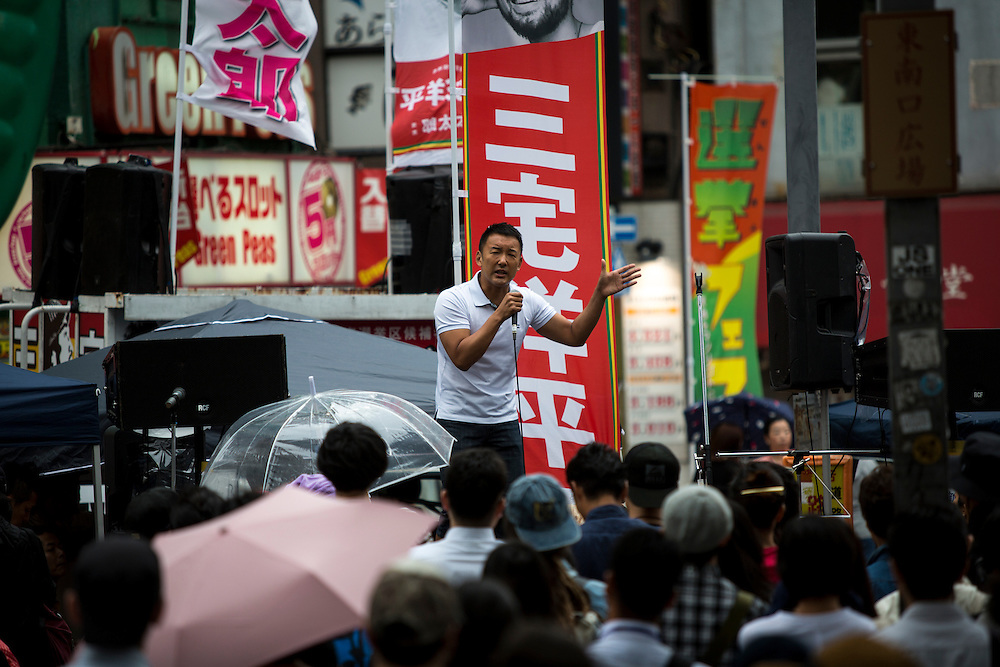TOKYO, JAPAN - JULY 5 : Taro Yamamoto delivers a campaign speech to support his candidate Yohei Miyake outside of Shinjuku Station during July's House of Councillors elections on July 5, 2016, Tokyo, Japan. (Photo: Richard Atrero de Guzman/NUR Photo)