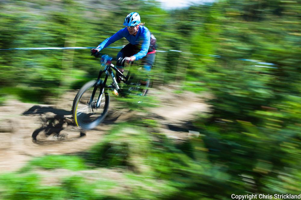 Innerleithen, Peebles, Tweed Valley, Scotland, UK. 22nd May 2016. Mountain bikers compete in the Shimano International Enduro during Tweedlove Bike Festival in the Scottish Borders.