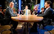 VVD-lijstrekker Mark Rutte in debat met PvdA-lijsttrekker Diederik Samsom bij Nieuwsuur.