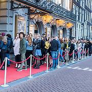 NLD/Amsterdam/20171006 - Concert Alleen van Lil Kleine, fans in de rij voor het concert