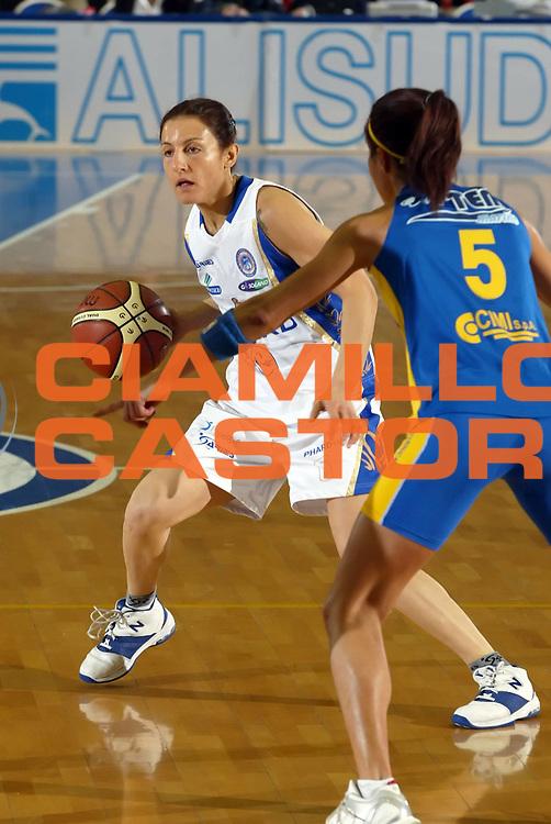 DESCRIZIONE : Napoli Lega A1 Femminile 2006-07 Phard Napoli Lavezzini Parma <br /> GIOCATORE : Girone<br /> SQUADRA : Phard Napoli<br /> EVENTO : Campionato Lega A1 Femminile 2006-2007 <br /> GARA : Phard Napoli Lavezzini Parma <br /> DATA : 13/01/2007 <br /> CATEGORIA : Palleggio<br /> SPORT : Pallacanestro <br /> AUTORE : Agenzia Ciamillo-Castoria/A.De Lise