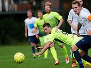 FODBOLD: Mathias Kjærulf (LSF) kaster sig frem i overtiden under kampen i Danmarksserien mellem Kastrup Boldklub og Ledøje-Smørum Fodbold den 19. august 2017 på Røllikevej i Kastrup. Foto: Claus Birch