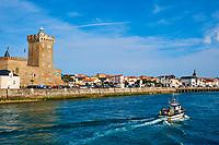 France, Vendée (85), Les Sables-d'Olonne, quartier de La Chaume, la Tour d'Arundel du XIVe siècle, ancien donjon reconverti en phare et musée de la mer // France, Vendée, Les Sables-d'Olonne, La Chaume district, Arundel tower, sea museum