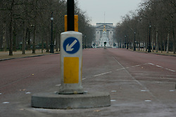 UK ENGLAND LONDON 25DEC05 - The Mall leading to Buckingham Palace in central London without people or traffic during Christmas Day morning...jre/Photo by Jiri Rezac..© Jiri Rezac 2005..Contact: +44 (0) 7050 110 417.Mobile: +44 (0) 7801 337 683.Office: +44 (0) 20 8968 9635..Email: jiri@jirirezac.com.Web: www.jirirezac.com..© All images Jiri Rezac 2005 - All rights reserved.