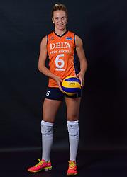22-05-2015 NED: Selectie Nederlands Volleybalteam vrouwen 2015, Arnhem<br /> Op Papendal werd de photoshoot met de Nederlandse Volleybal vrouwen gedaan / Maret Balkestein-Grothues #6