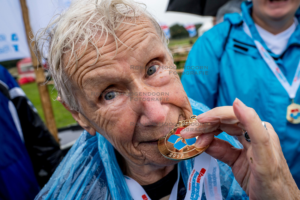 30-09-2017 NED: Nationaal Diabetes Challenge, Arnhem<br /> Vandaag de tweede Nationale diabetes Challenge op Papendal Arnhem. Ruim 3000 mensen die meeliepen aan de tweede geslaagde wandel challenge. Oudste deelneemster van 91 jaar loopt de 5 km.