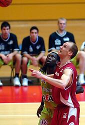 03-05-2007 BASKETBAL: AMSTERDAM ASTRONAUTS - MATRIXX MAGIXX: AMSTERDAM<br /> Amsterdam wint de vierde wedstrijd in de playoffs en zet de stand weer op 2-2 / Ransford Brempong en Peter van Paassen<br /> ©2007-WWW.FOTOHOOGENDOORN.NL