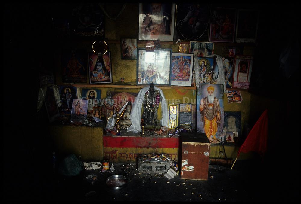 Petit temple hindouiste sur les bords de la route, Himachal Pradesh, Inde // Hindusit temple, Himachal Pradesh, ?India