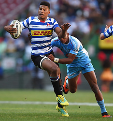 Cape Town-181020 Western Province Damian Willemse challenged by Mannie Libbok of  the Vodacom Blue Bulls in the Currie Cup Semi-final game at Newlands  .Photographer:Phando Jikelo/African News Agency(ANA)