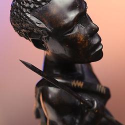 Caçador - peça de artesanato em madeira. Artesanato de Angola. @AngolaImageBank