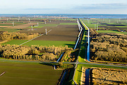 Nederland, Flevoland, 28-02-2016; Knardijk gezien naar Wolderwijd, een van de Randmeren.<br /> De dijk vormt de grens tussen Oostelijk en Zuidelijk Flevoland en voorkomt dat bij een dijkdoorbraak de gehele Flevopolder overstroomt.<br /> Knar dike forms the border between Eastern and Southern Flevoland and prevents in case of breach of the outer dikes of the polder, that the entire Flevo polder will be flooded.<br /> <br /> luchtfoto (toeslag op standard tarieven);<br /> aerial photo (additional fee required);<br /> copyright foto/photo Siebe Swart