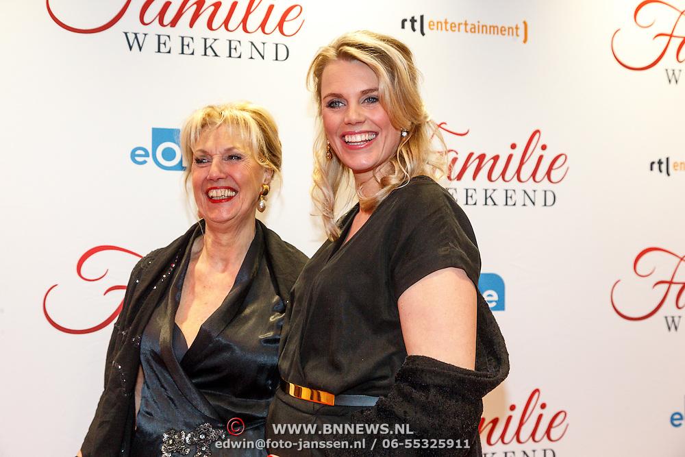 NLD/Amsterdam/20160216 - Filmpremiere Familieweekend, zwangere Sanne Heijnen en moeder
