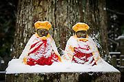 (En) January 2010 - Koyasan, Japan. Inside the Oku-no-in, largest cemetery in Japan. (Fr) Janvier 2010 - Koyasan, Japon. Le cimetiere de l'Oku-no-in, plus grand cimetiere du Japon. Au bout de l'allee principale se dresse le mausolee de Kukai, alias Kobodaishi.