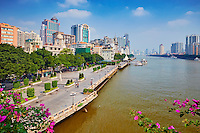 Chine, Guangdong, Guangzhou ou Canton, centre ville pret de l'embarquadaire Xidi, riviere des perles ou Zhu Jiang // China, Guangdong province, Guangzhou or Canton, city center, the pearl river or Zhujiang river