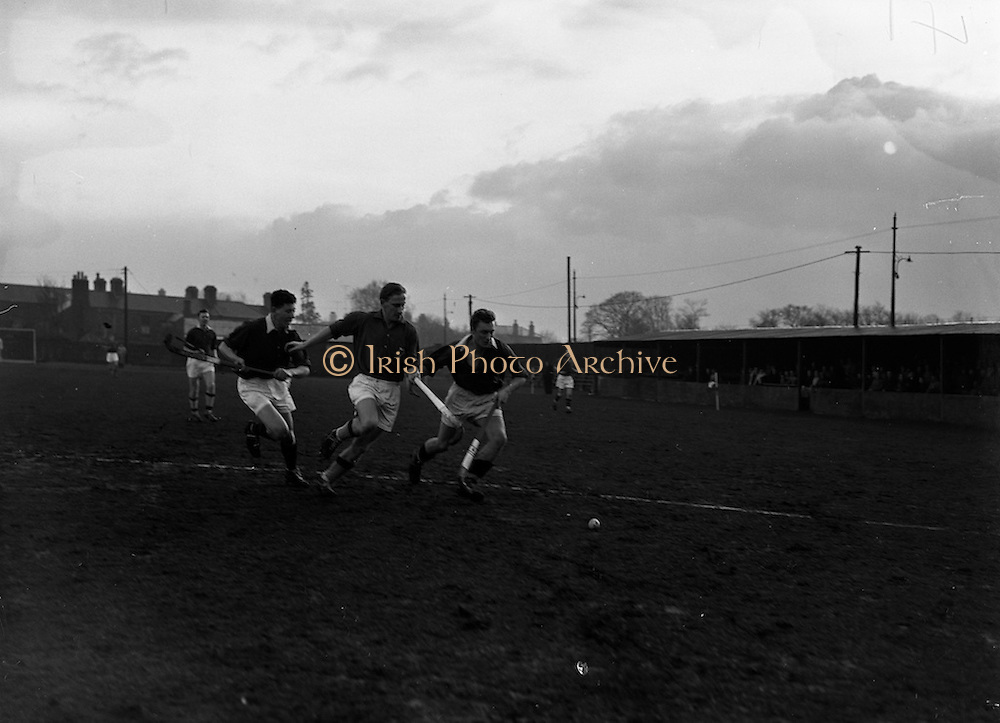 16/01/1960<br /> 01/16/1960<br /> 16 January 1960<br /> Interprovincial Mens Hockey: Munster v Leinster. Munster defenders (left and right) clear in front of their own goalmouth during the Senior Mens Hockey Interprovincial at Londonbridge Road, Dublin.