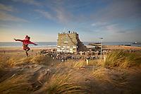 The Netherlands, Scheveningen, December, 29th  2015 - The build up of the yearly traditional bonfire at Scheveningen Zuiderstrand (Duindorp) for the New Years Eve Party . A pallet stack of 15 x 15 meters at the beach made it last year as biggest bonfire in the world. Photo: Phil Nijhuis<br /> <br /> <br /> Scheveningen, 29 december 2015 -  Op het Scheveningse Zuiderstrand (Duindorp) wordt hard gewerkt aan de vuurstapel voor het Oud en Nieuwfeest. <br /> Het is een lange traditie waarin Scheveningen (Noorderstrand) en Duindorp (Zuiderstrand) strijden om de titel 'het hoogste vuur van Nederland'.<br /> Om middernacht worden de enorme stapels pallets ontstoken. Het vreugdevuur in Scheveningen heeft een officieel record te pakken. De palletstapel van 15 bij 15 meter op het strand bij Duindorp ging vorig jaar de boeken in als 'grootste vreugdevuur ter wereld'.<br /> Foto: Phil Nijhuis