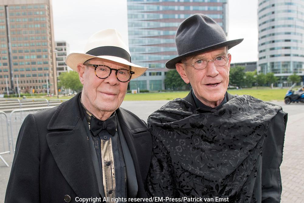 Amsterdam Diner 2019, actief een bijdrage te willen leveren aan een wereld zonder aids.<br /> <br /> Op de foto:  Hans van Manen en partner Henk van Dijk