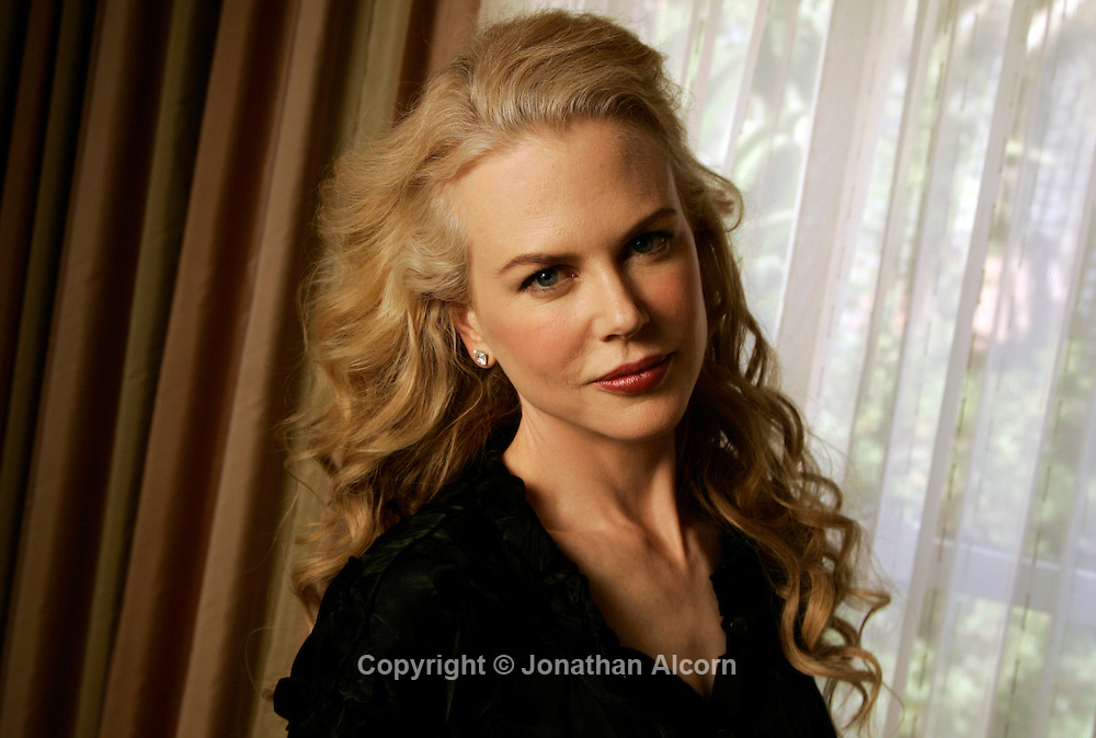 October 7, 2008 Nicole Kidman poses at The Beverly Hills Hotel.©photo by Jonathan Alcorn