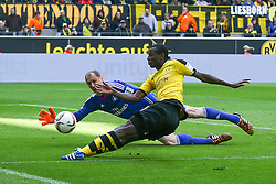17.04.2016, Signal Iduna Park, Dortmund, GER, 1. FBL, Borussia Dortmund vs Hamburger SV, 30. Runde, im Bild Jaroslav Drobny (#1, TW, Hamburger SV) rettet vor Adrian Ramos (#20, Borussia Dortmund) // during the German Bundesliga 30th round match between Borussia Dortmund and Hamburger SV at the Signal Iduna Park in Dortmund, Germany on 2016/04/17. EXPA Pictures © 2016, PhotoCredit: EXPA/ Eibner-Pressefoto/ Deutzmann<br /> <br /> *****ATTENTION - OUT of GER*****