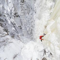 Jeff Mercier Climbing Honey Make it Shine, WI6 in the Parc National du Fjord-du-Saguenay