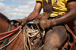 Vaqueiro com gibao, na regiao do Agreste Pernambucano. O gibao de couro vestimenta  tipica do vaqueiro nordestino utilizada para proteger-se quando encontra-se em corrida nas matas tentando dominar um animal./Cowboy in Northeas. The leather jerkin is typical of the northeastern cowboy clothing used to protect yourself when race is in the woods trying to dominate an animal.Foto Adri Felden/Argosfoto