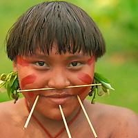 Joven de aborigen Yanomami, Amazonas, Venezuela...Yanomami indian.