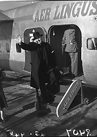 Rev. Fr.Peyton, the rosary priest, waves goodbye at Dublin Airport for Lourdes. 06 October 1954.<br /> (Part of the Independent Newspapers Ireland/NLI Collection)