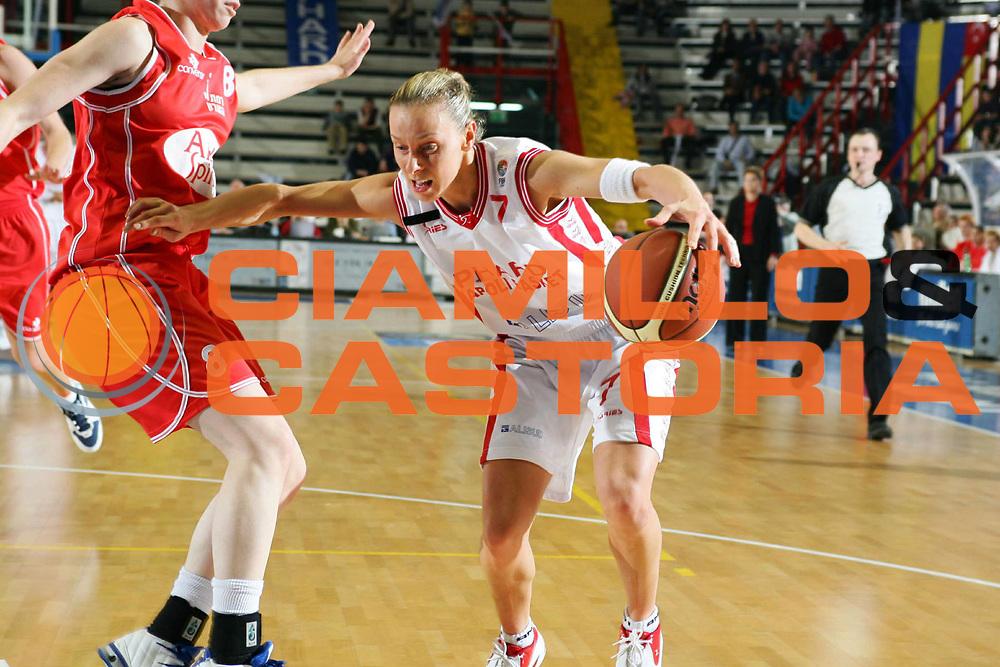 DESCRIZIONE : NAPOLI FIBA EUROPE CUP WOMEN-FIBA COPPA EUROPA DONNE 2004-2005 <br /> GIOCATORE : ZARA <br /> SQUADRA : PHARD NAPOLI <br /> EVENTO : FIBA EUROPE CUP WOMEN-FIBA COPPA EUROPA DONNE 2004-2005 <br /> GARA : PHARD NAPOLI-RAMAT HASHARON ISRAELE <br /> DATA : 02/04/2005 <br /> CATEGORIA : Penetrazione <br /> SPORT : Pallacanestro <br /> AUTORE : Agenzia Ciamillo-Castoria