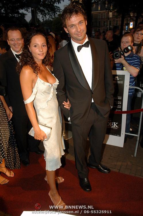 NLD/Den Haag/20060912 - Premiere Zwartboek, Peggy Jane de Schepper en partner Walter