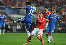 27.03.2012, Estadio da Luz, Lissabon, POR, UEFA CL, Viertelfinal-Hinspiel, Benfica Lissabon (POR) vs FC Chelsea (ENG), im Bild Benfica's Bruno Cesar, from Brazil, right, fights for the ball with Chelsea's Paulo Ferreira, from Portugal // during the UEFA Champions League Quarter-final first leg Match between Benfica Lissabon (POR) and FC Chelsea (ENG) at Estadio da Luz, Lisbon, Portugal on 2012/03/27. EXPA Pictures © 2012, PhotoCredit: EXPA/ Newspix/ Cityfiles..***** ATTENTION - for AUT, SLO, CRO, SRB, SUI and SWE only *****