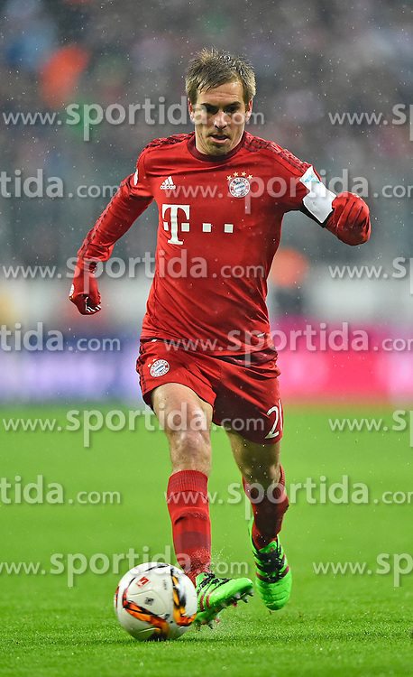 31.01.2016, Allianz Arena, Muenchen, GER, 1. FBL, FC Bayern Muenchen vs TSG 1899 Hoffenheim, 19. Runde, im Bild Philipp Lahm FC Bayern Muenchen am Ball // during the German Bundesliga 19th round match between FC Bayern Munich and TSG 1899 Hoffenheim at the Allianz Arena in Muenchen, Germany on 2016/01/31. EXPA Pictures &copy; 2016, PhotoCredit: EXPA/ Eibner-Pressefoto/ Weber<br /> <br /> *****ATTENTION - OUT of GER*****